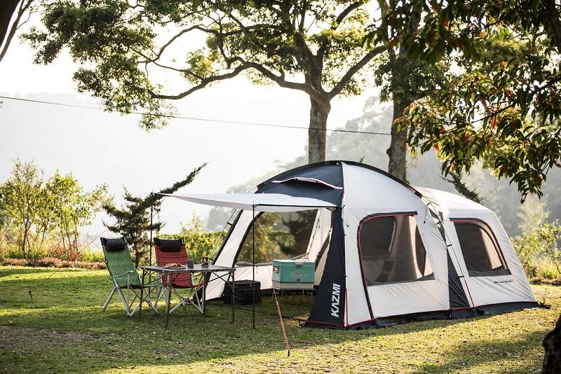 Lều cắm trại có kích thước lớn và đi kèm mái hiên che