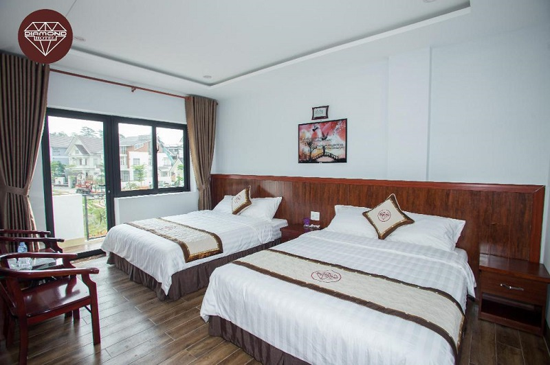 Không gian phòng ngủ của Diamond Golf Valley Hotel Đà Lạt