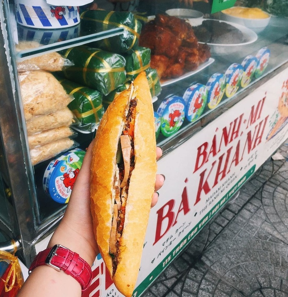 10 Vietnamese dishes you must try when you travel Hoi An Vietnam - Banh mi