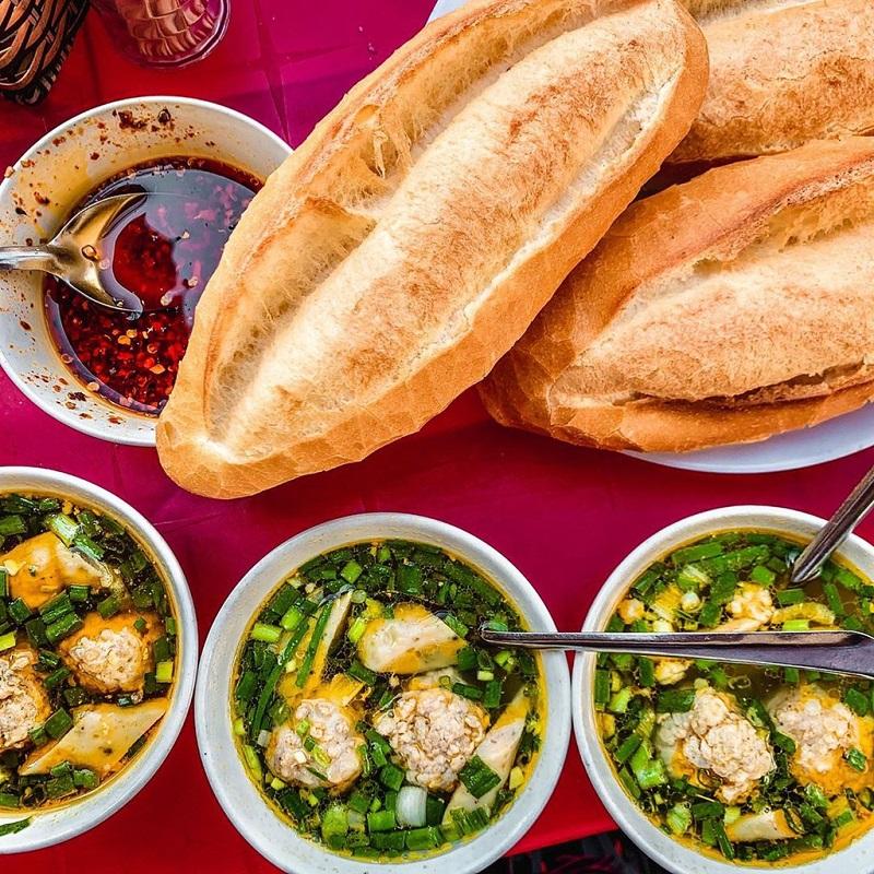 Bát súp xíu mại nóng hổi cực kỳ hợp cho một buổi sáng se lạnh Đà Lạt.