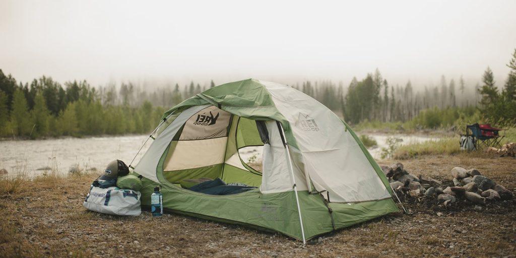 Lều cắm trại là một món đồ được sử dụng nhiều trong mỗi chuyến đi