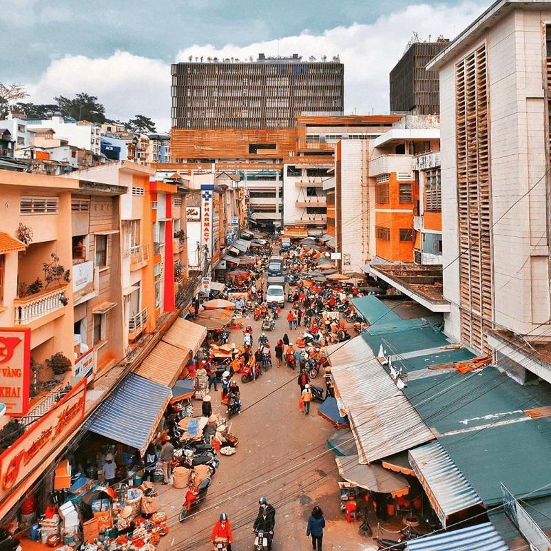 Một góc chợ Đà Lạt được chụp từ trên cao.