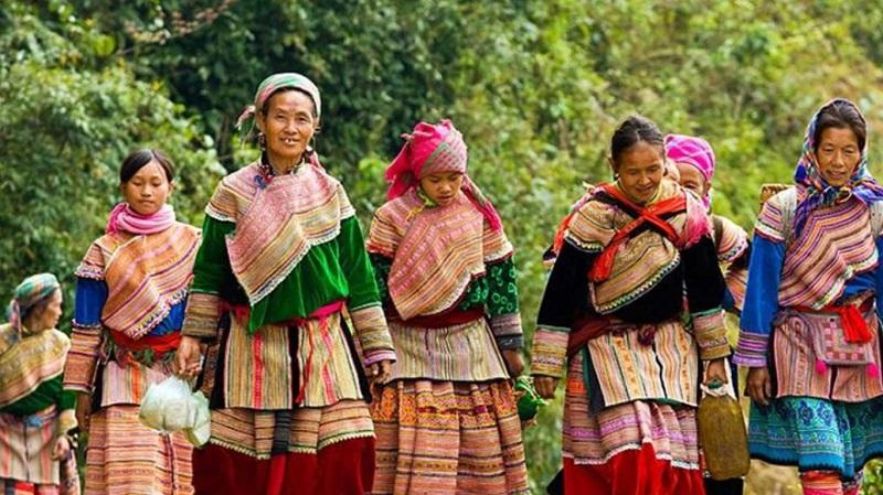 phụ nữ chợ phiên vùng cao