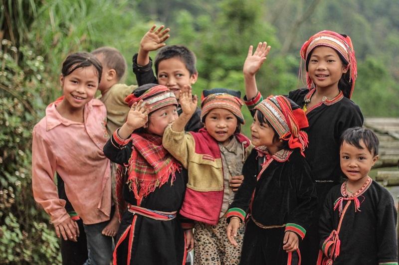 Những em bé dân tộc Hà Giang