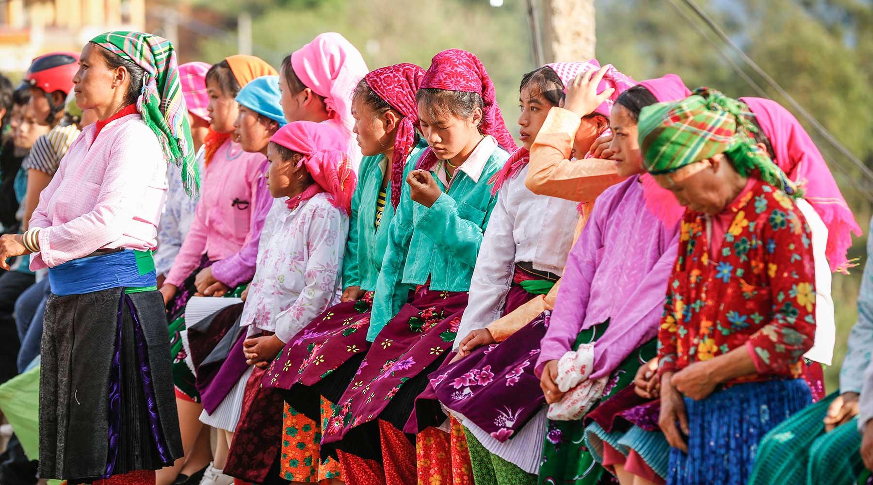 phụ nữ chợ tình khâu vai hà giang