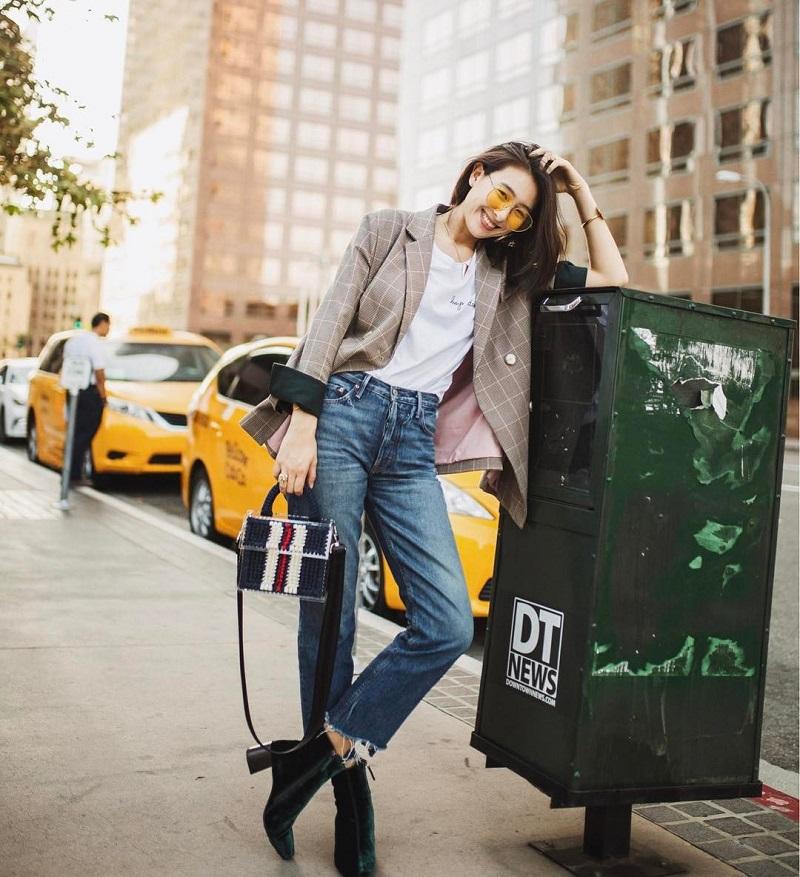 ăn gian chiều cao với blazer, quần jeans cạp cao và áo phông