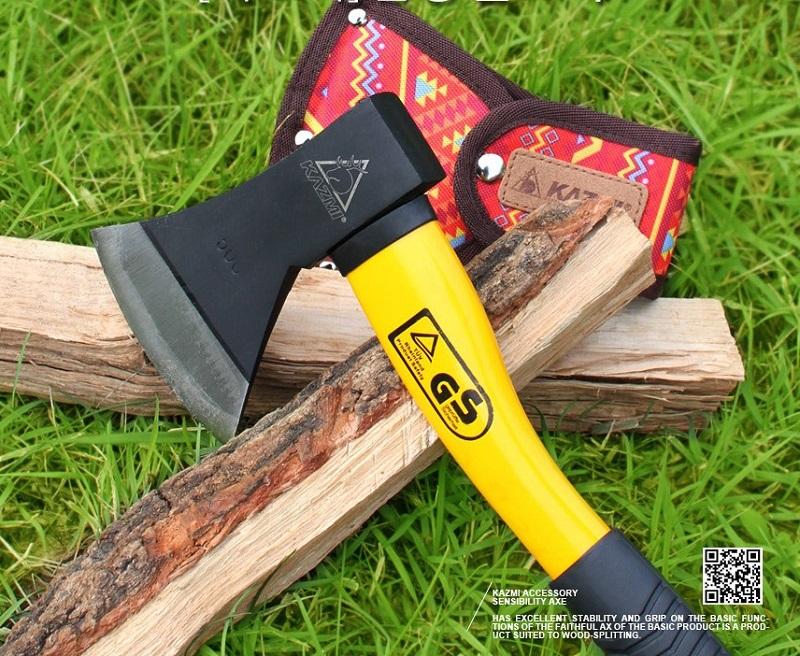 Rìu để chặt củi đốt lửa