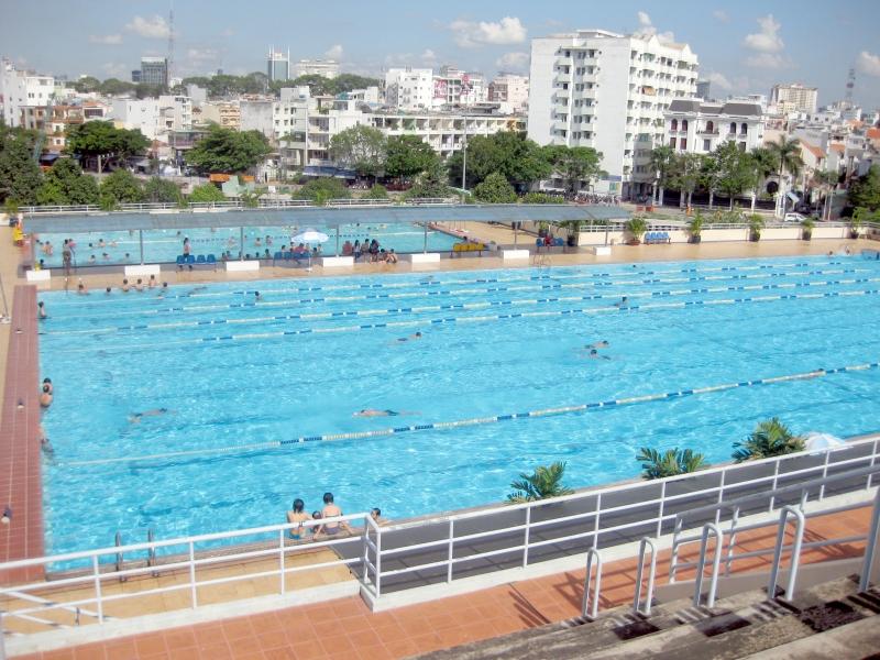Hồ bơi CLB Đăng Khoa với không gian rộng lớn, thoáng đãng