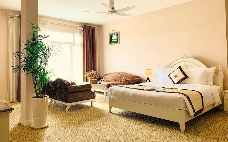 Không gian bên trong phòng ngủ của khách sạn Ngọc Phát Đà Lạt