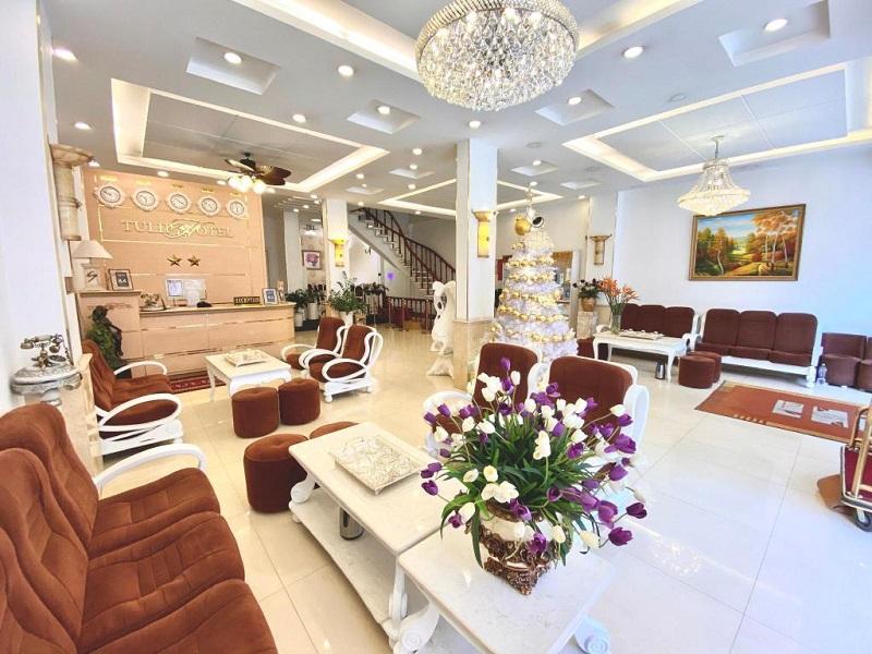Sảnh phòng khách của khách sạn Tulip Đà Lạt