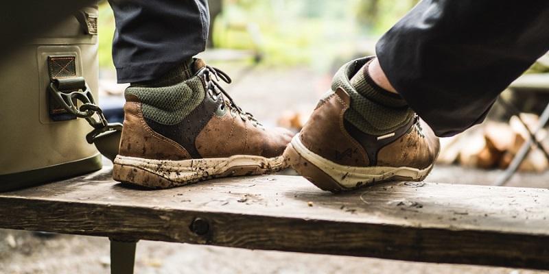 Giày thể thao chắc chắn sẽ giúp bạn di chuyển dễ dàng hơn