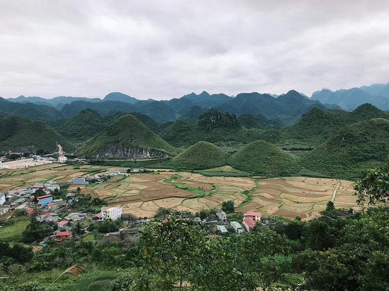 núi đôi quản bạ mang một màu xanh rì