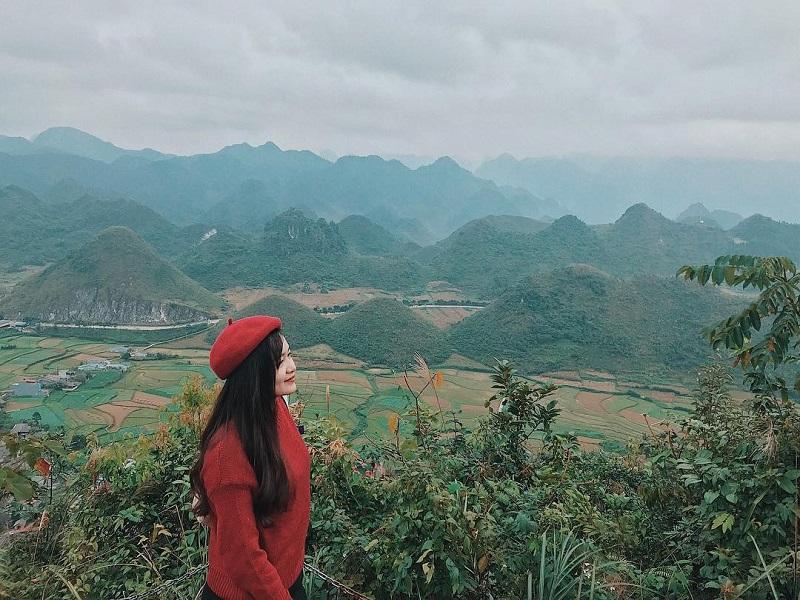 Toàn cảnh những cánh đồng màu mỡ và núi đôi Quản Bạ