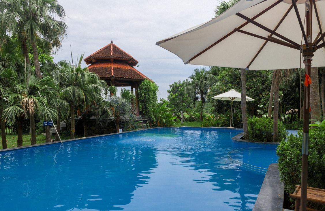 Hồ bơi trong khuôn viên Zen Resort & Camping