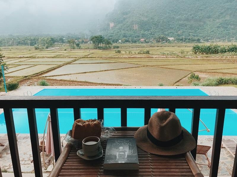 View nhìn ra bể bơi ở Sol Bungalows Mai Chau