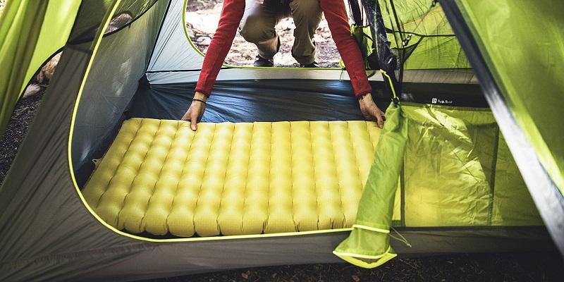 Tấm đệm lót bên dưới túi ngủ