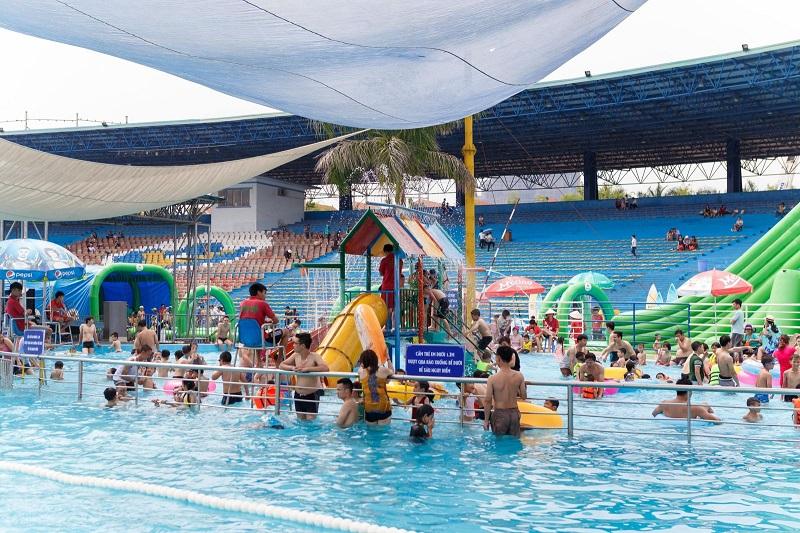 Bể bơi rộng rãi với sức chứa lớn tại thiên đường Bảo Sơn