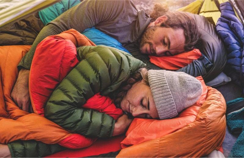 Sử dụng túi ngủ sẽ giúp mang đến một không gian ấm áp