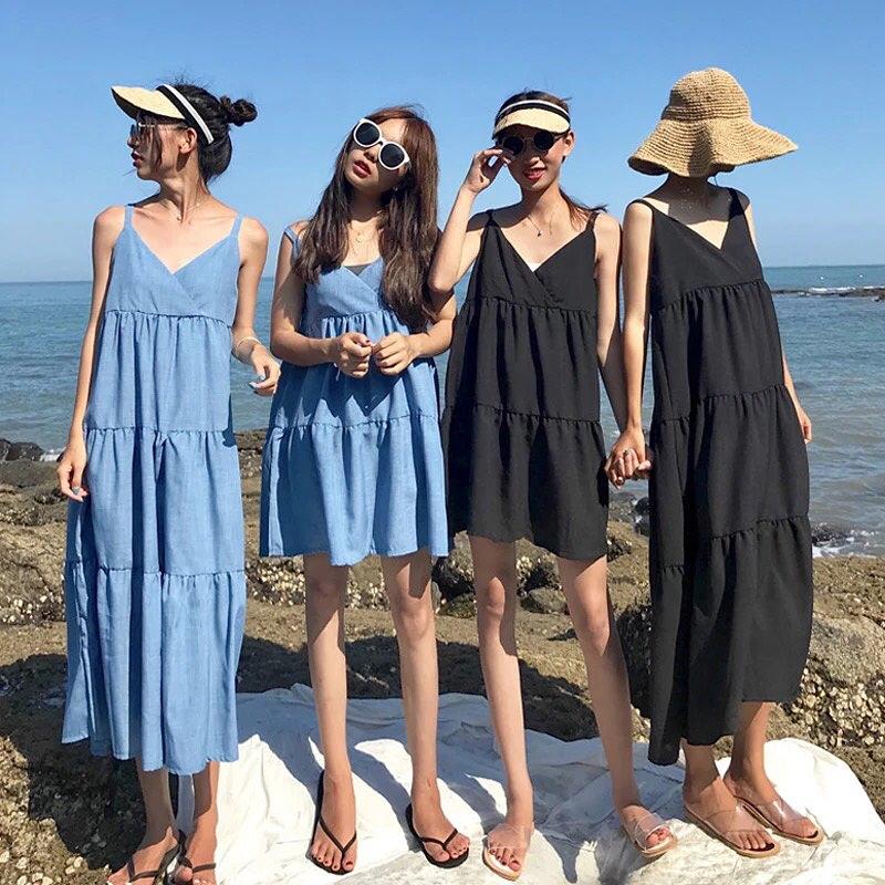 4 cô gái mặc vát babydoll bên bờ biển