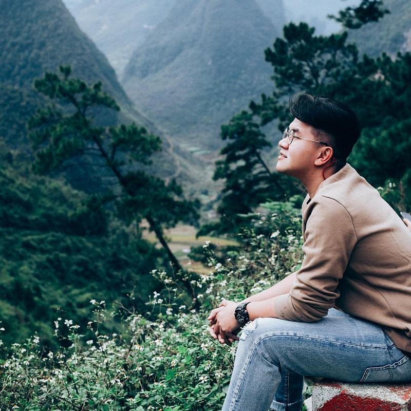 Ngắm khung cảnh thung lũng dưới những vực núi
