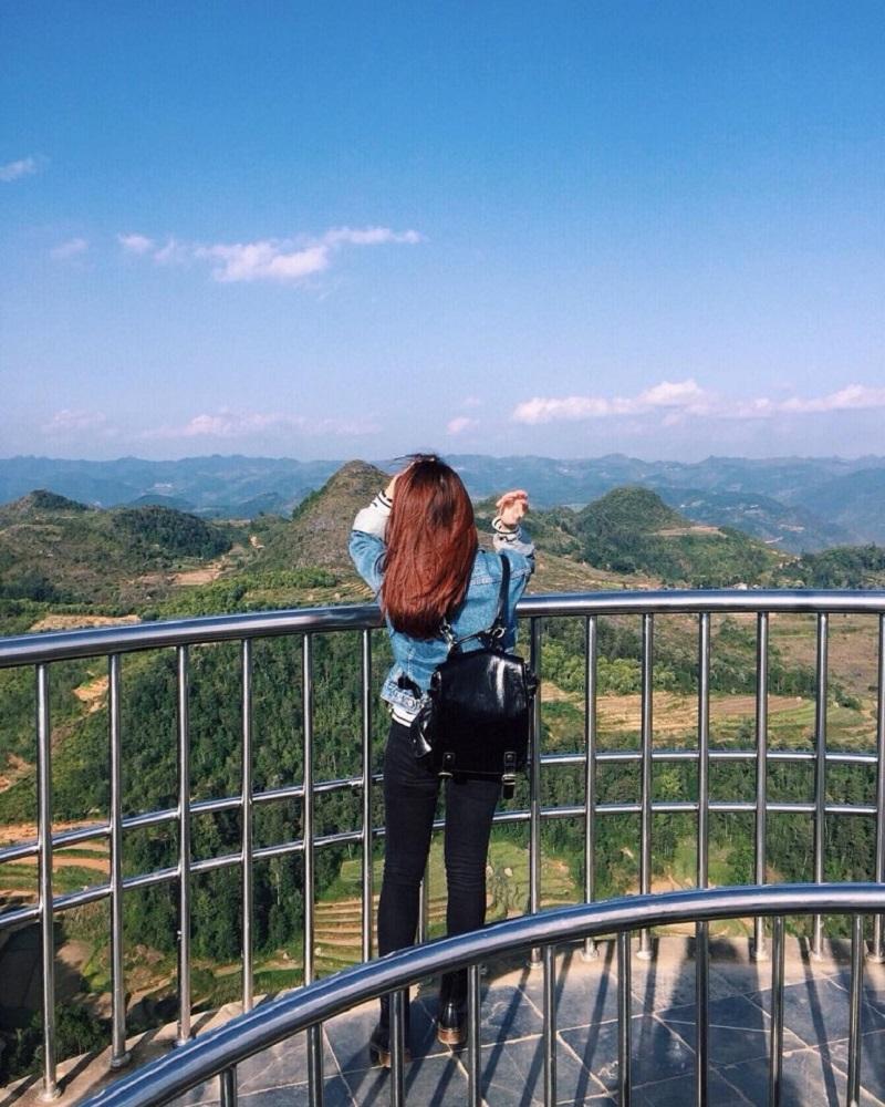 Toàn cảnh cột cờ hà Giang khi đứng trên cột cờ Lũng Cú