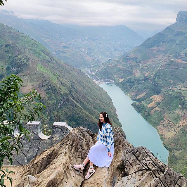 đỉnh đèo Mã Pí lèng nơi có thể thấy dòng sông Nho Quế uốn lượn
