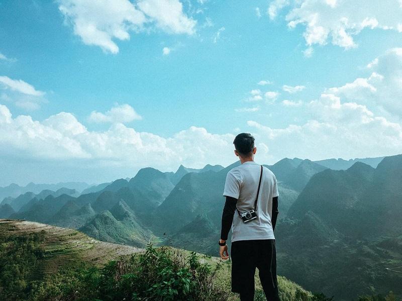 Những dãy núi điệp trùng giữa trời mây