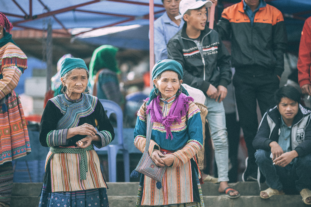 Những cụ già tại chợ phiên Sà Phìn