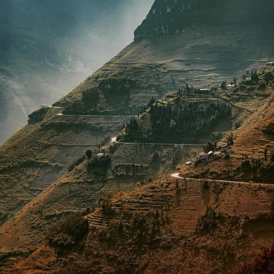 Những cánh đồng ruộng bậc thang trên các triền núi đồi