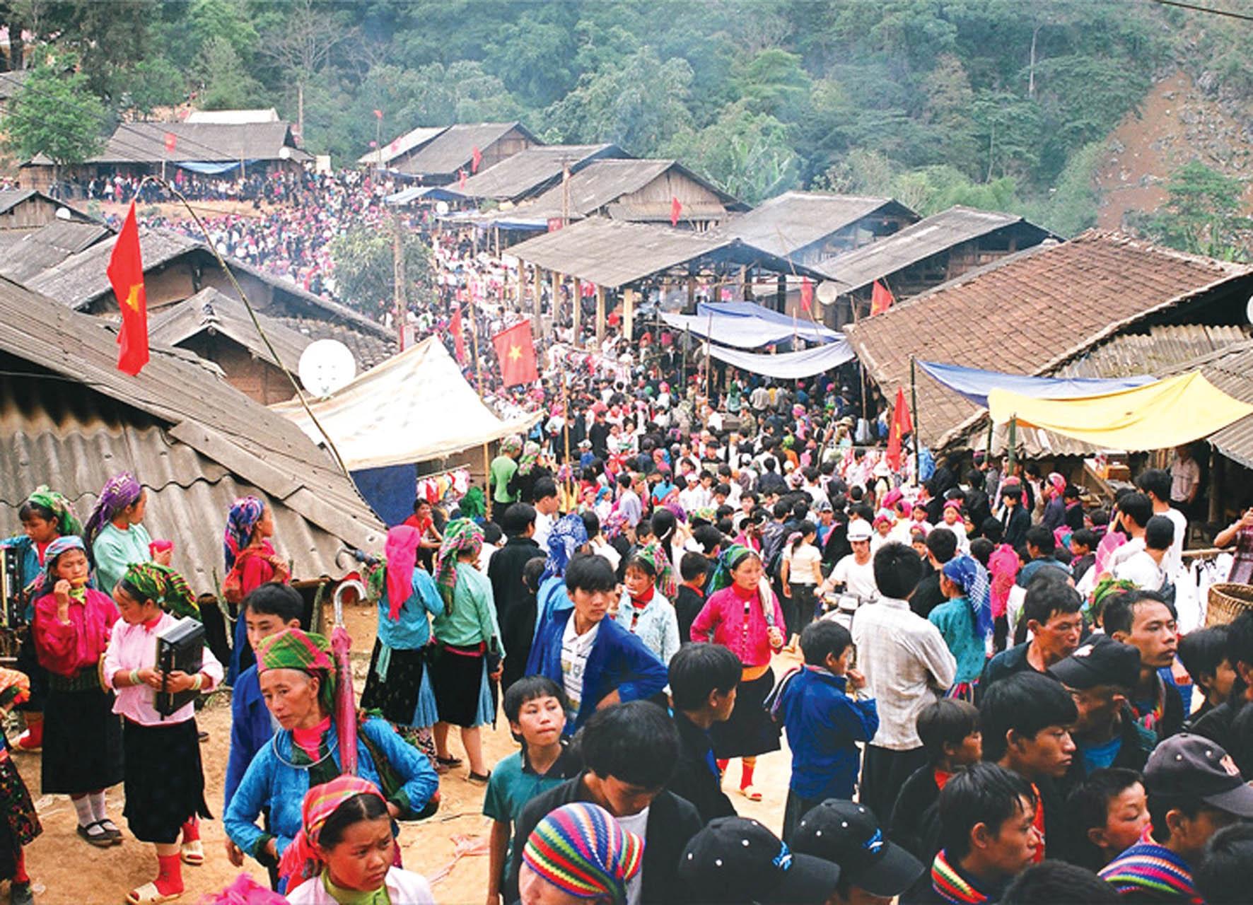 Phiên chợ đông đúc tấp nập ở Hà Giang