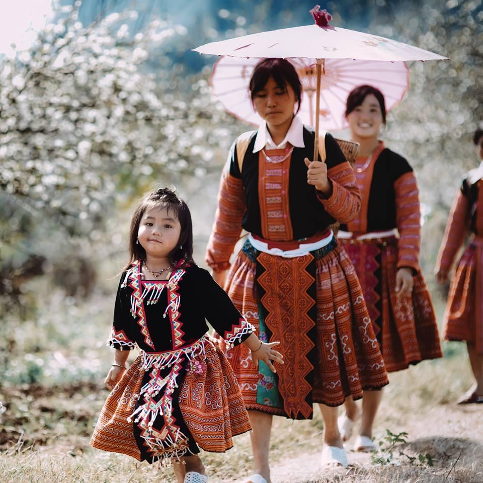 những cô gái và em nhỏ người vùng cao tại Hà Giang