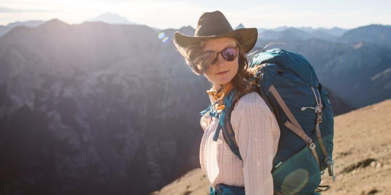 Mũ, áo khoác và kính mắt là những thứ mà bạn cần mang theo để chống nắng