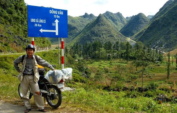 Check in tại biển chỉ dẫn đi Đồng Văn và UBND xã Lũng Cú