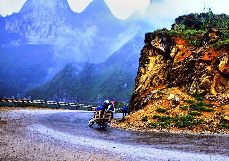 Những khúc cua trên đoạn đường đèo Hà Giang