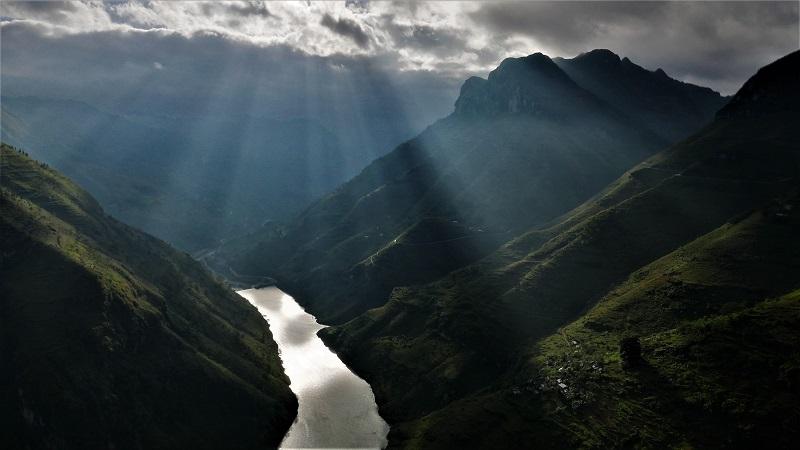 Những hẻm vực núi đón bình minh