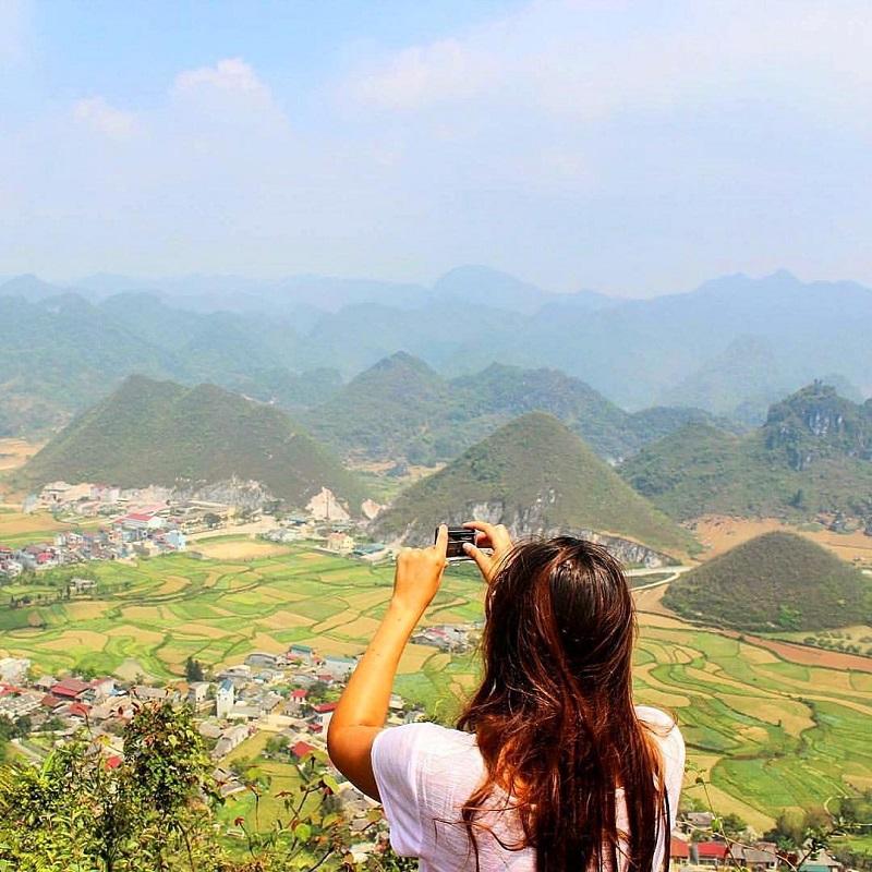Chụp ảnh tại núi đôi Quản bạ hà Giang