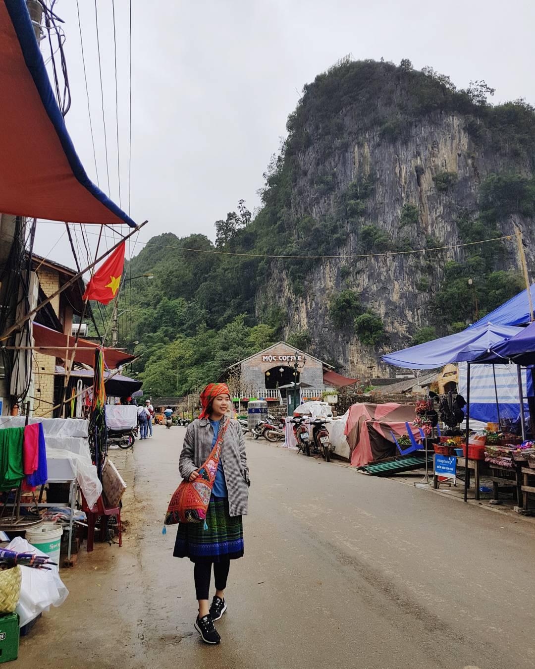 Đi dạo chợ Đồng Văn