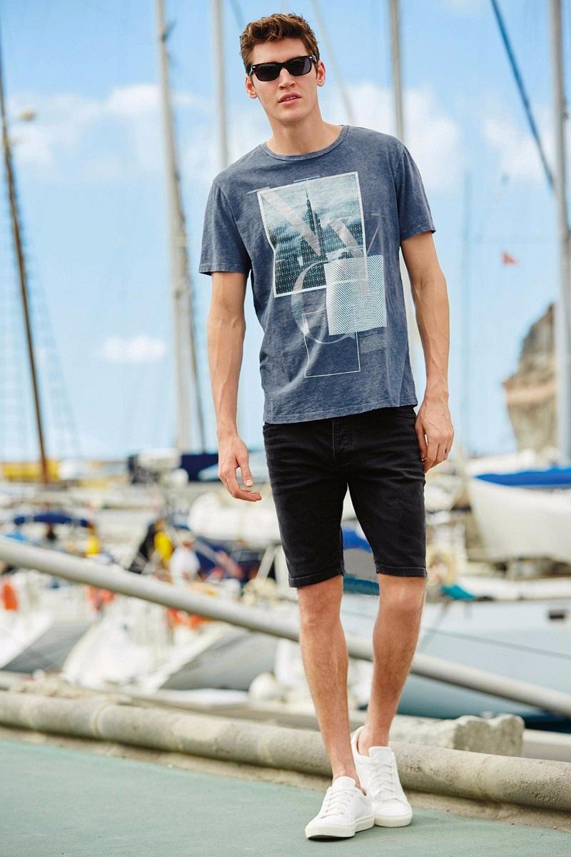 Nam giới có thể mặc áo phông đi biển và quần lửng