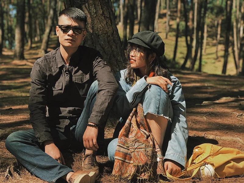 2 người trong rừng thông Yên Minh