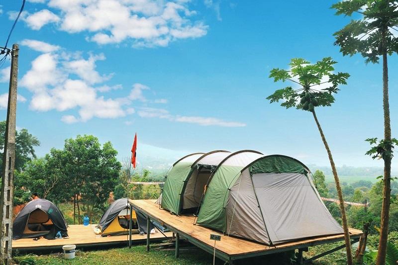 Lều trại ở Sơn Tinh Camp có view rừng rất đẹp