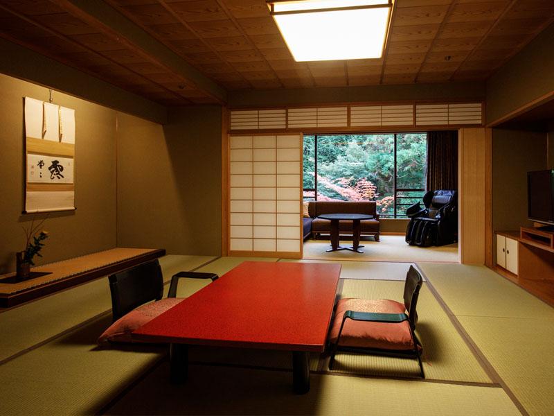 Không gian phòng khách sạn mang kiến trúc truyền thống