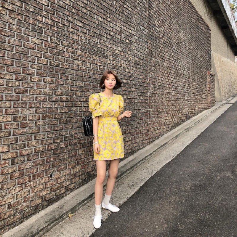 Mẫu váy vàng họa tiết nữ tính