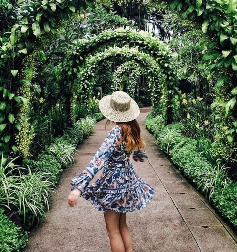 Mũ họa tiết mix cùng mũ cói tại khu vườn xanh