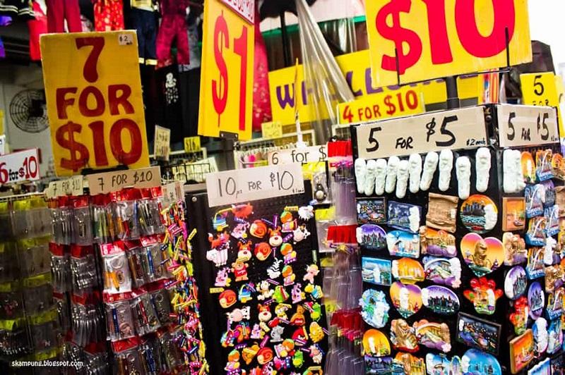 Những món đồ lưu niệm tại khu chợ China Town