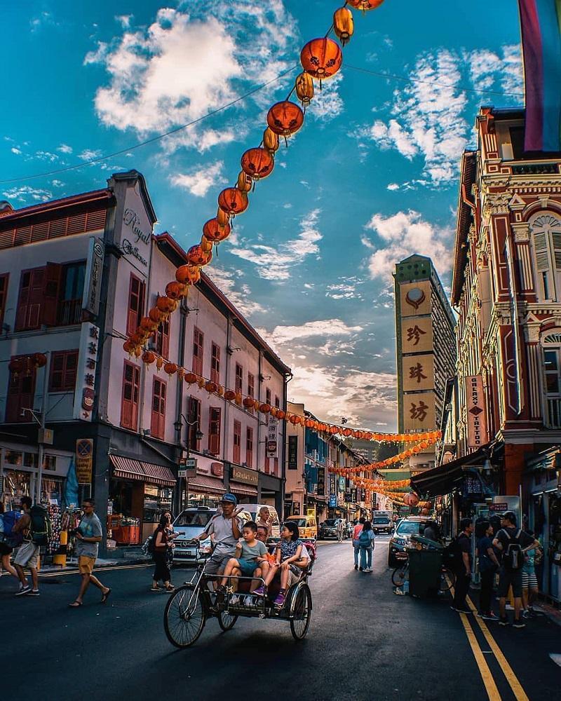 Tuyến phố đi bộ Pagoda với những gian hàng màu sắc 2 bên
