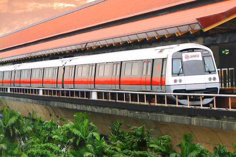 Tàu điện ngầm MRT cũng là phương tiện di chuyển phổ biến tại Singapore