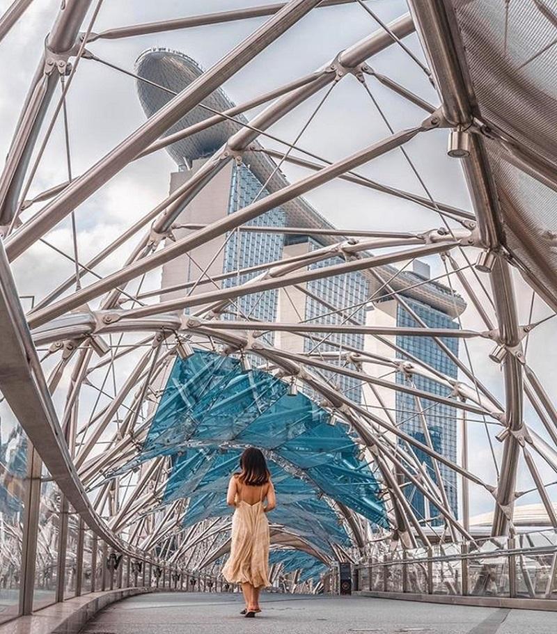 Helix Bridge là một cây cầu nối Singapore Flyer và Marina Bay Sands