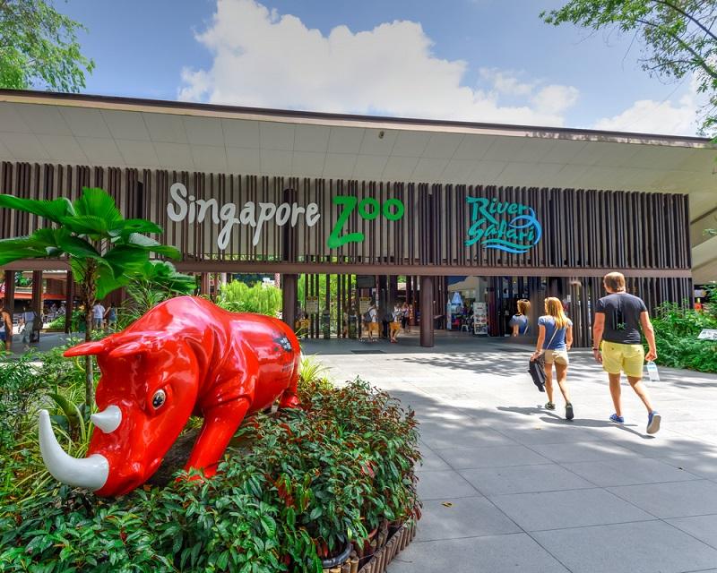 Bên ngoài cồng Singapore Zoo