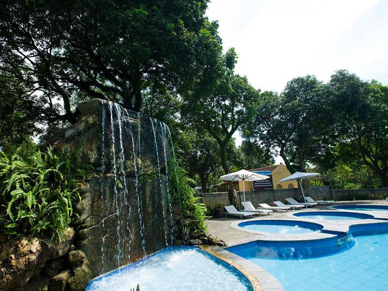 Hồ nước và thác nhân tạo ở Tản Đà resort Ba Vì