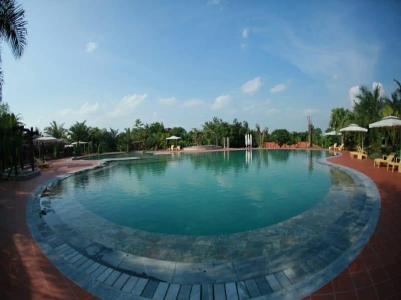Bể bơi rộng rãi, sạch sẽ ở Thảo Viên Resort Ba Vì